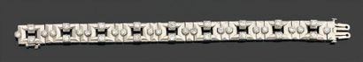BRACELET ruban articulé composé de maillons...