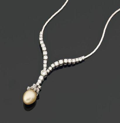 COLLIER portant une perle de culture des...