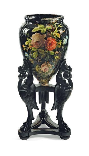 Vase en céramique émaillée à décor de fleurs....