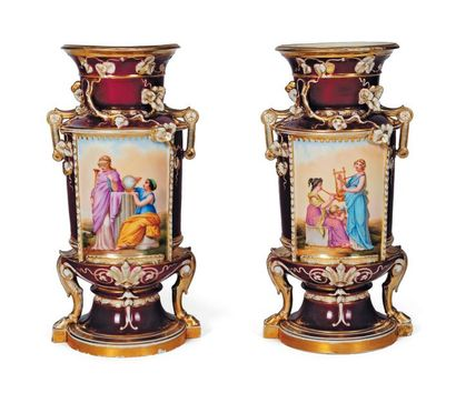 Paire de vases en porcelaine de Limoges à...