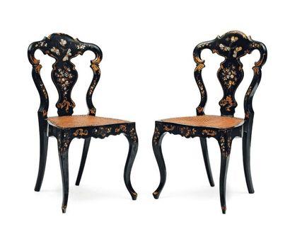 Paire de chaises cannées en bois doré et...