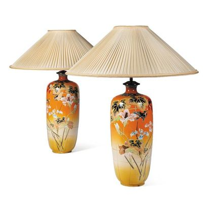 Paire de vases en porcelaine Art Nouveau....