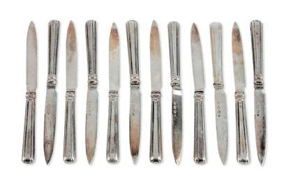 Suite de douze couteaux à fruit à manche...