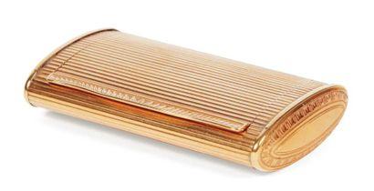 Tabatière en or guilloché de forme rectangulaire...