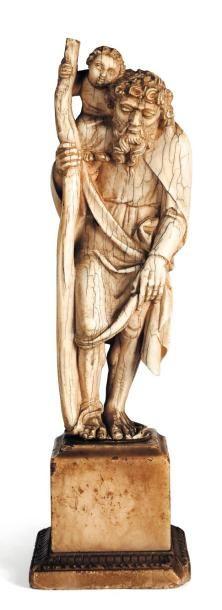 Saint Christophe en ivoire sculpté. Socle...