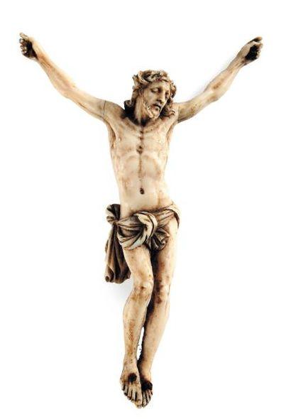 Christ en ivoire finement sculpté. Visage...