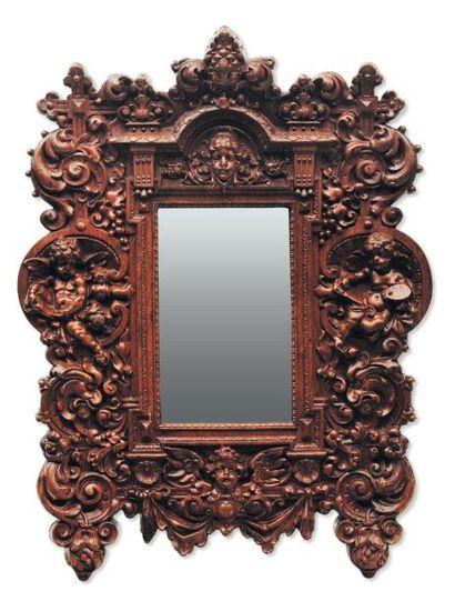 Miroir en tilleul sculpté de forme rectangulaire...