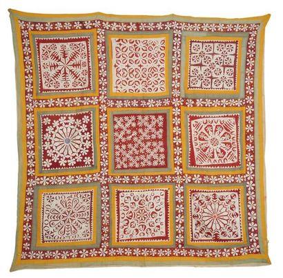 Textiles Kutch en coton et soie, à décor appliqué de carrés polychromes à motifs...