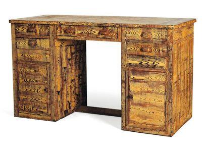 Petit bureau ouvrant à cinq tiroirs et deux...
