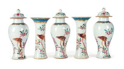 Garniture en porcelaine, comprenant trois...