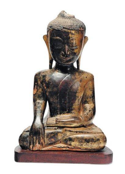 Bouddha birman en bois. XIVe siècle. H_42...