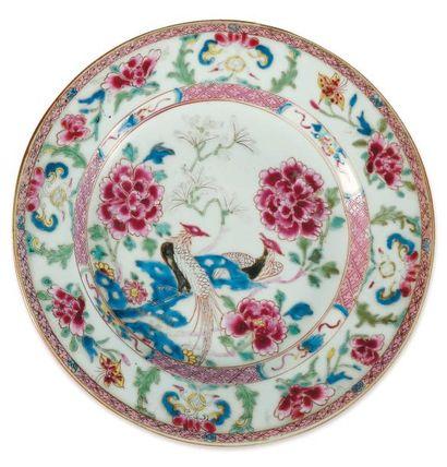 Assiette en porcelaine. Chine, famille rose,...