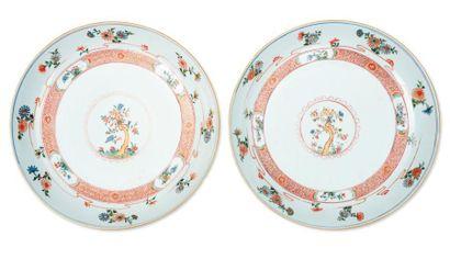 Paire de plats en porcelaine blanche. Chine,...