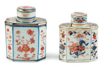 Deux boites à thé en porcelaine Imari. Chine,...