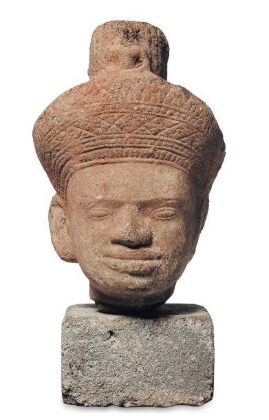 Tête en pierre sculptée. Khmer. H_19 cm