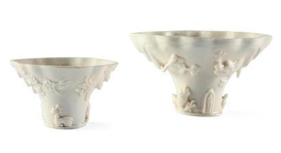 Deux coupes en porcelaine blanche. Chine,...