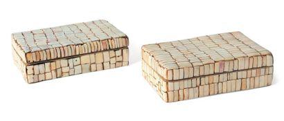 Lot composé de deux boîtes rondes et une...