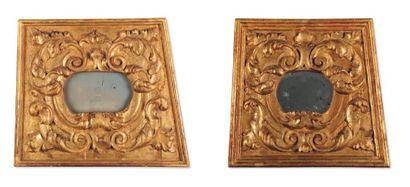 Paire de Miroirs en bois sculpté doré. Russie...
