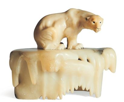 Lampe en marbre et pierre de lave sculptés...