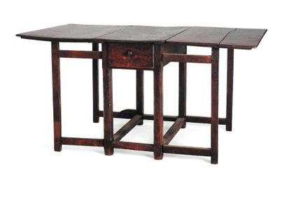 Table en bois à deux abattants et deux tiroirs....