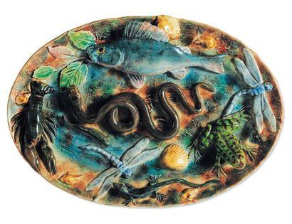 Plat ovale à décor de serpent, poisson, grenouille,...