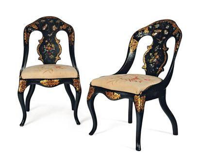 Paire de chaises gondoles à châssis en bois...