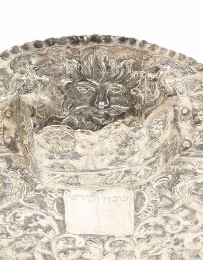 PLAQUE ORNEMENTALE DE TORAH EN ARGENT Ukraine, fin du XVIIIe siècle Richement décorée...