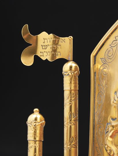 LAMPE DE HANOUKKA UNIQUE EN OR Empire Austro-Hongrois, vers 1870 Cette lampe de Hanoukka...