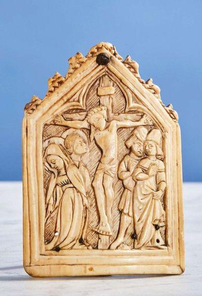 Baiser de Paix en ivoire sculpté en forme...