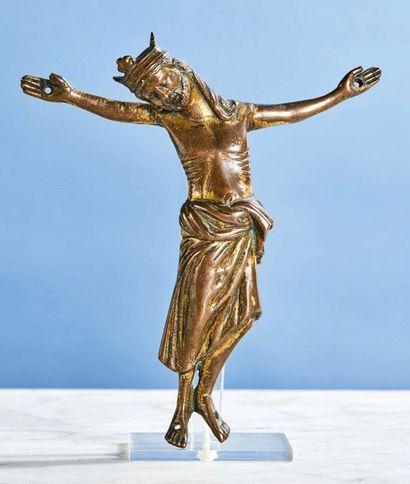 CHRIST en bronze doré, fonte creuse. Tête...