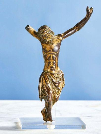 CHRIST en bronze doré, fonte pleine. Tête...