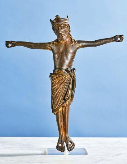 GRAND CHRIST en bronze avec restes de dorure....