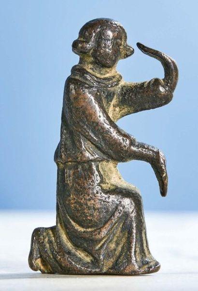 PETIT ANGE en bronze, ancien support. Un...
