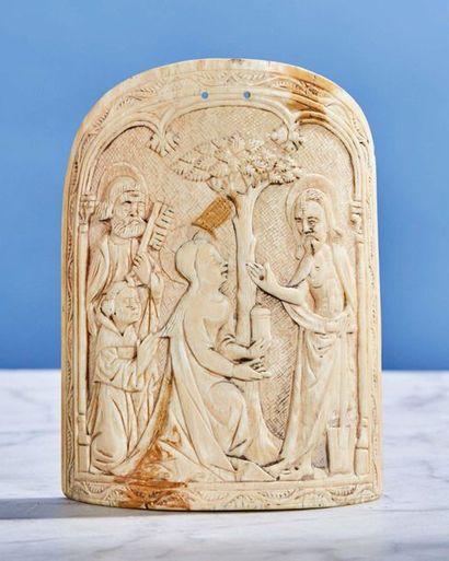 Grand baiser de Paix en ivoire sculpté représentant...