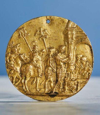 PLAQUETTE ovale en bronze doré représentant...