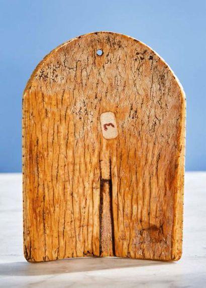 Baiser de Paix de forme cintrée en ivoire sculpté représentant sainte Anne Trinitaire...