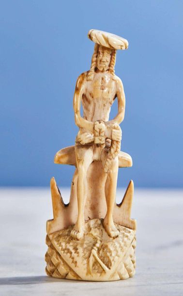 Petit Christ aux liens en ivoire sculpté...