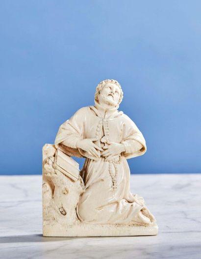 Saint François Xavier en ivoire sculpté en...