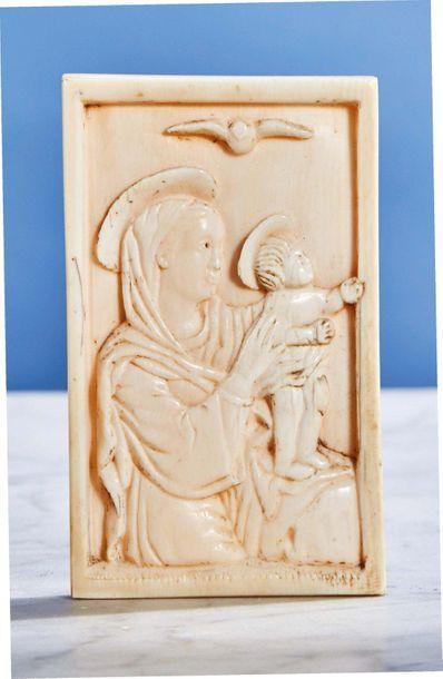 Plaque en ivoire sculpté représentant la...