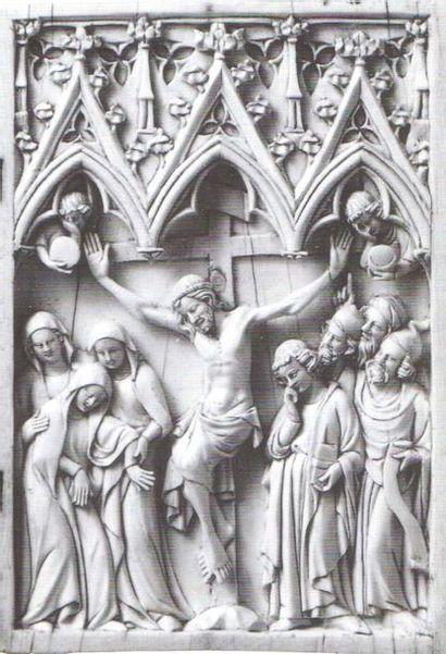 Diptyque en ivoire sculpté représentant l'Entrée du Christ à Jérusalem. Sous trois...