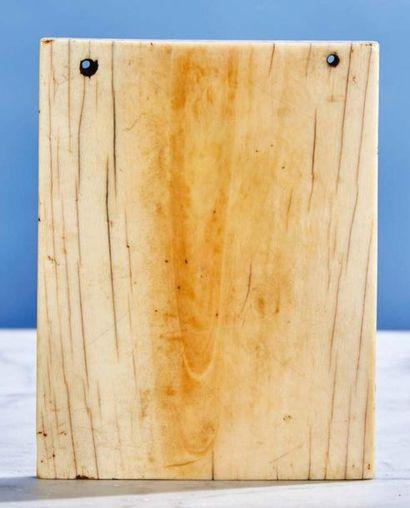 Volet droit de diptyque en ivoire représentant la Dormition de la Vierge sous trois...