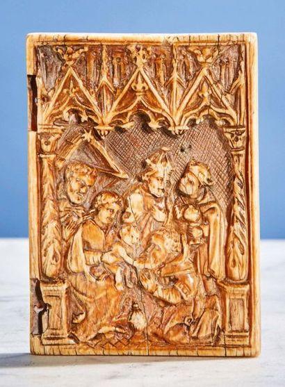 Volet droit de diptyque en ivoire sculpté...