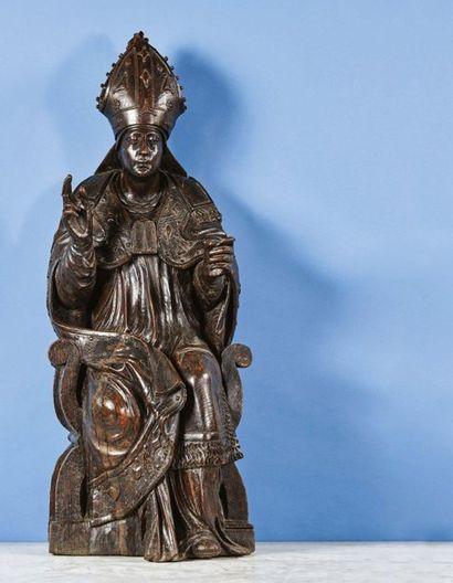Saint Evêque en chêne sculpté, dos évidé....