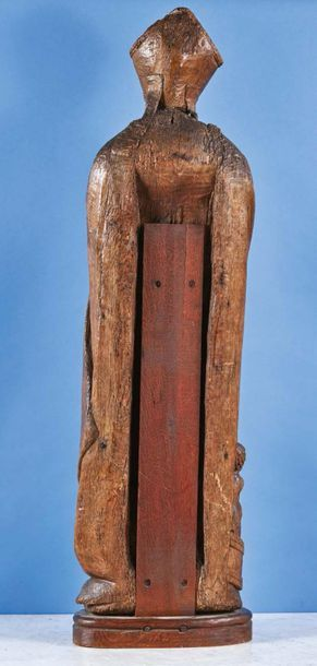 Grand saint Nicolas en chêne sculpté, dos creusé. Debout, la tête mitrée, il bénit...