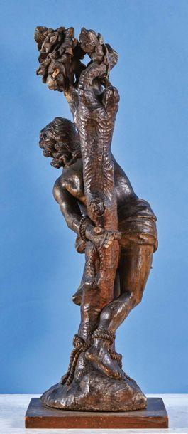 Saint Sébastien en bois (tilleul ?) sculpté en ronde-bosse. Le jeune saint est attaché...