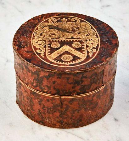 Boîte cylindrique en carton, recouvert de...