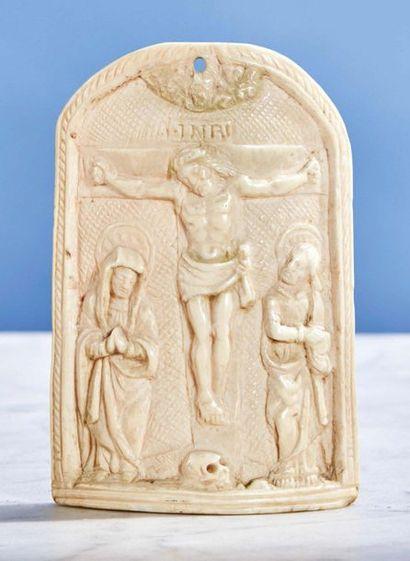 Baiser de Paix en ivoire sculpté de forme...