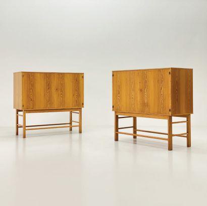 BØRGE MOGENSEN (1914-1972) Paire de buffets modèle «Asserbo» Pin d'Oregon Oregon...