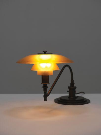 Poul Henningsen (1894-1967) Lampe «The American» modèle «PH 3/2» Laiton patiné et...