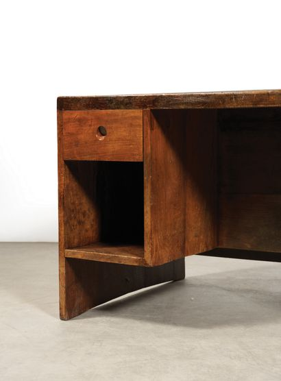 Pierre Jeanneret (1896-1967) Bureau bibliothèque Teck et cuir Teak and leather Vers...
